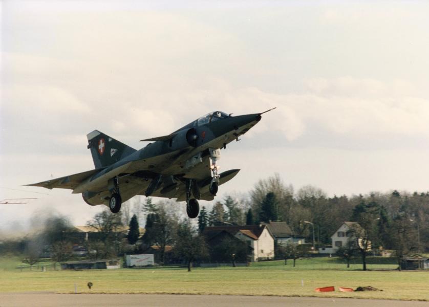 Aufklärerflugzeug Mirage IIIRS beim Start, 1984